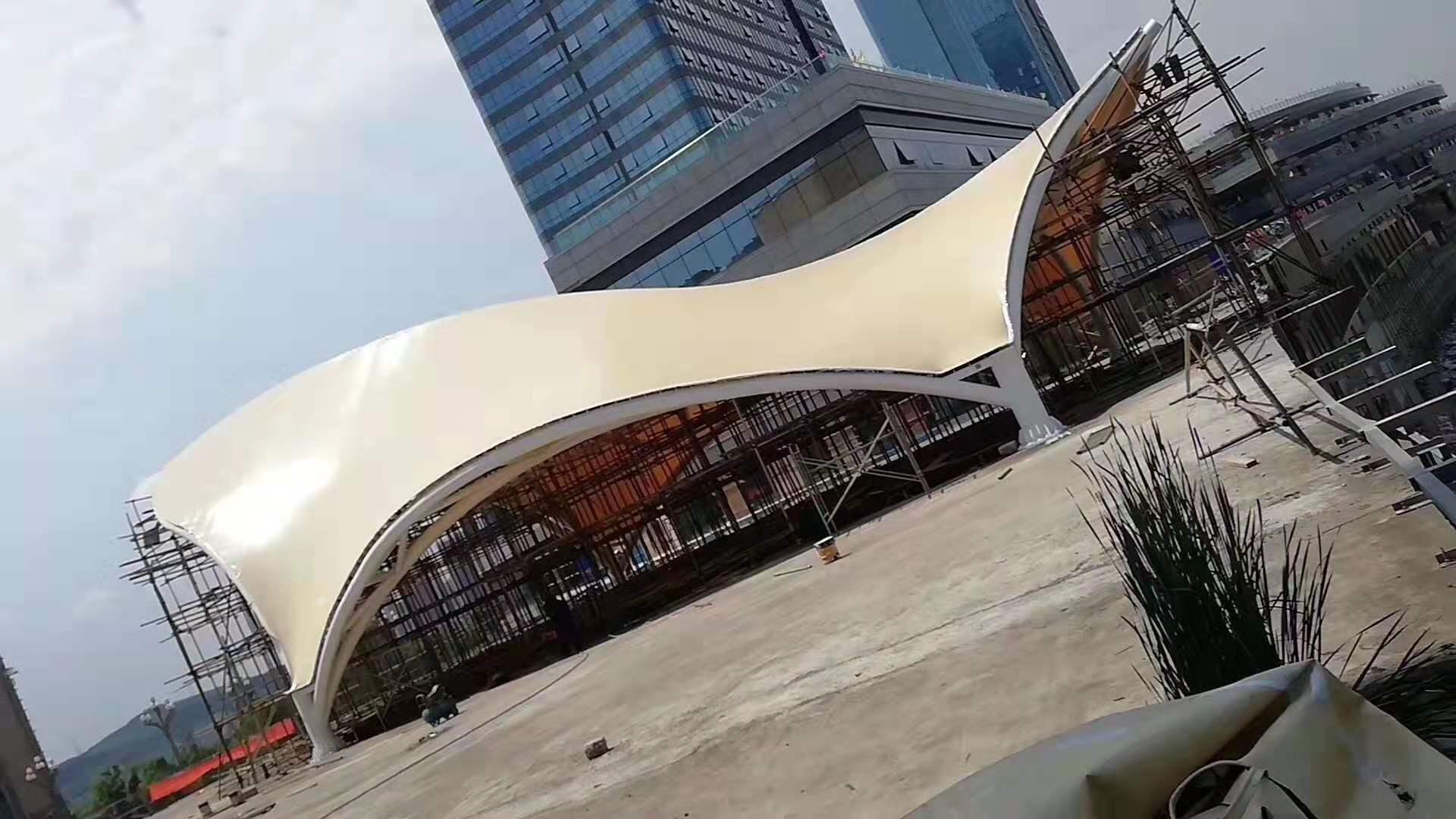 南充金融广场景观膜结构遮阳蓬客户见证