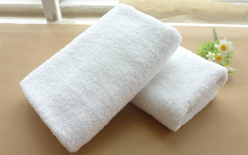 酒店布草洗涤时为什么毛巾会变黄