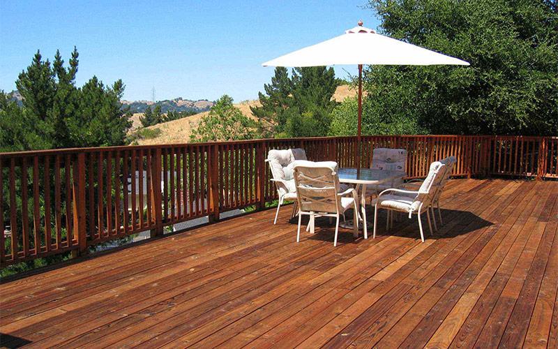 阳台别贴瓷砖了!防腐木地板,美观又实用,几十年不腐烂
