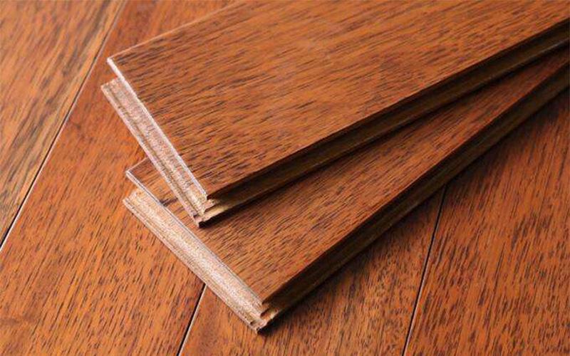 教你如何区分实木材质与防腐木的区别?