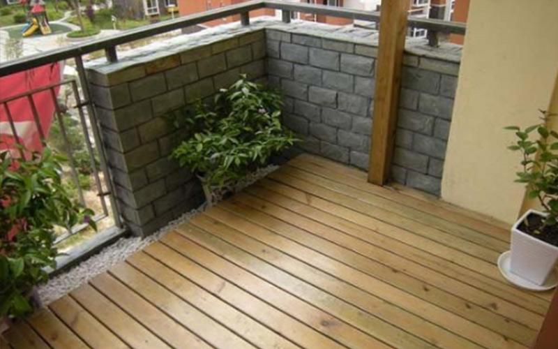 大连防腐木:阳台做防腐木,一定要记住这五点