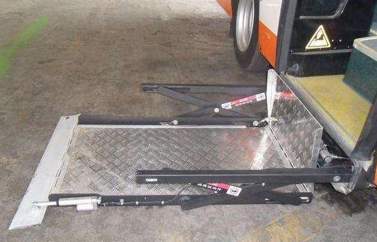 轮椅升降器设备其中的两大类的特点!