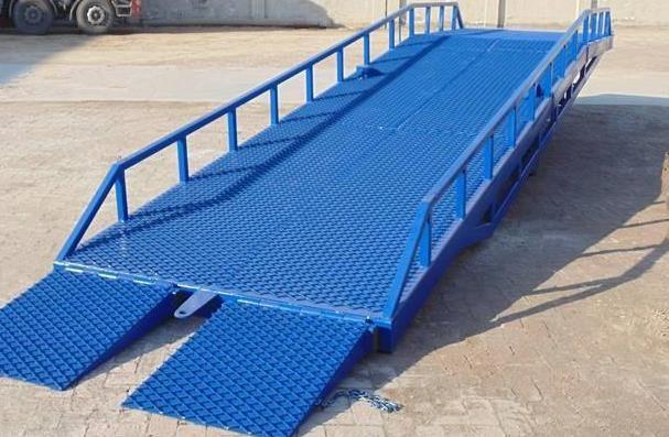 对移动式登车桥设备保养的时候,需要注意哪些事项呢?