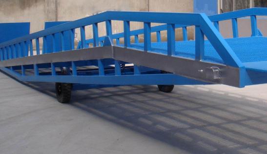 关于登车桥这种设备,一般可分为这4种形式!