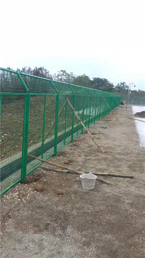 如何选择合适的公路围栏网