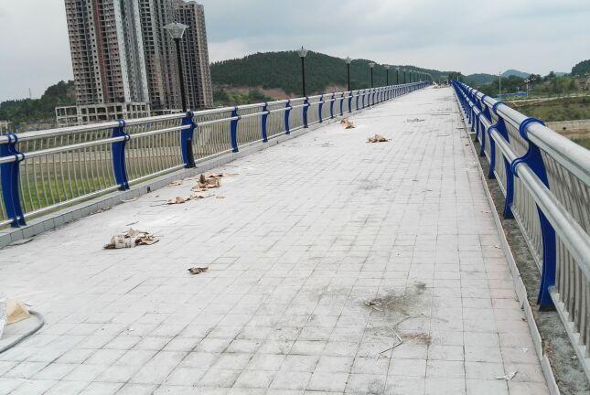 盐亭县人行钢桥环氧砂浆铺设瓷砖案例