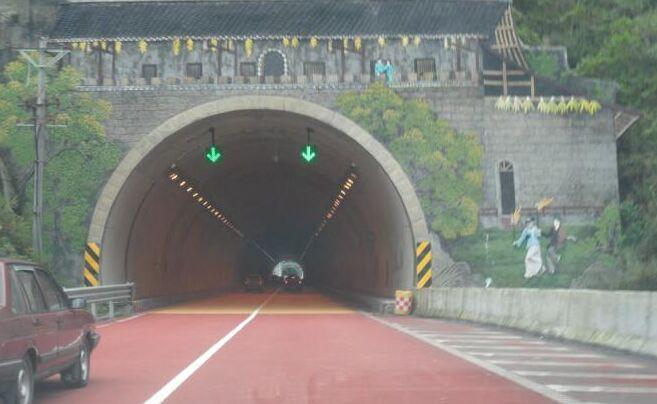 四川高速彩色止滑路面成功案例