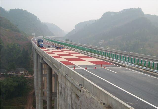 对于四川彩色防滑路面来说在施工时必须达到的要求