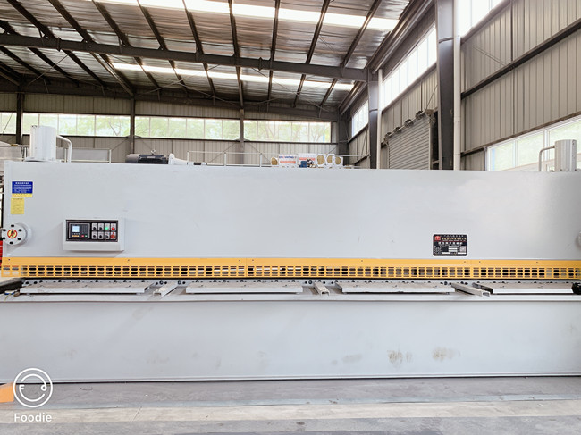 六米长剪板机