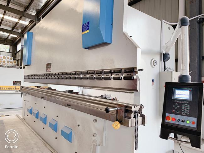 六米*300吨大型数控折弯机