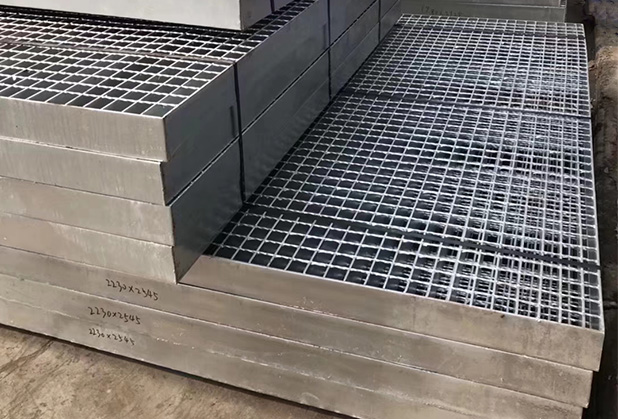 哪些因素会影响镀锌钢格板的使用寿命?赶紧了解下吧