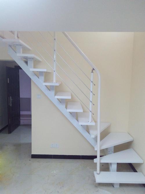 关于成都楼梯踏步板的选购注意事项你知道多少?