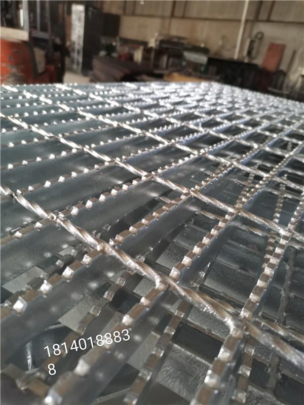 小编共享一下关于成都平台钢格板品种和装置作用。