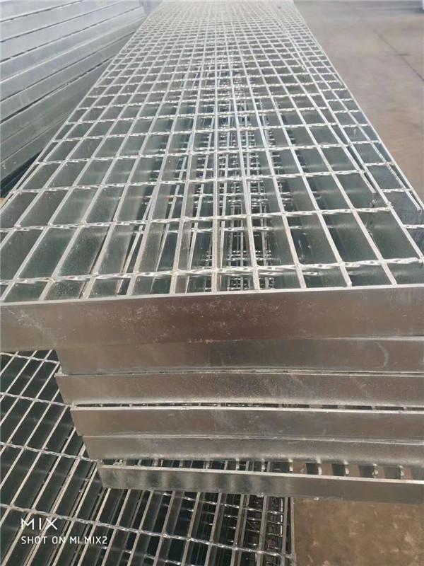 成都钢格板具有很强的结构性,能够很好的避免外力。