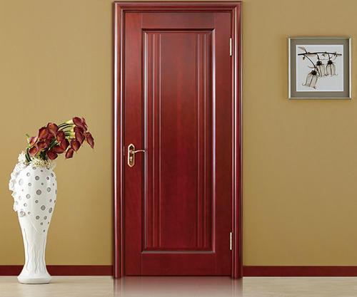 家装时:我们应该如何选择成都实木门?