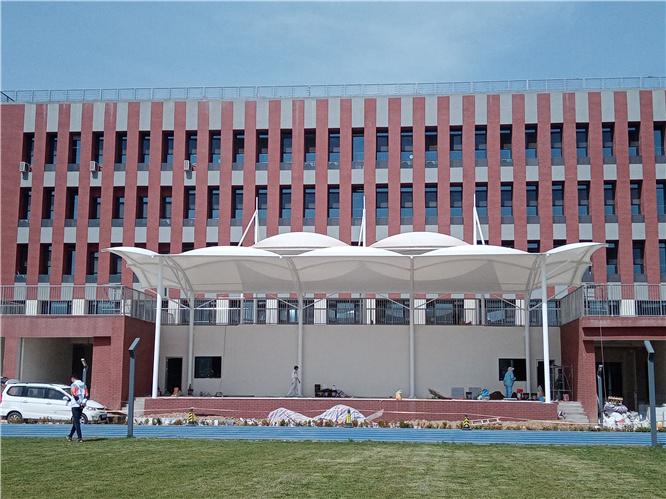 高新第四中学膜结构看台工程