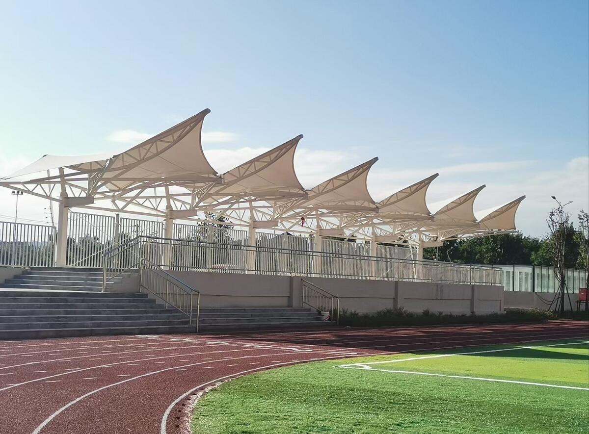 雁塔区第二小学膜结构安装现场
