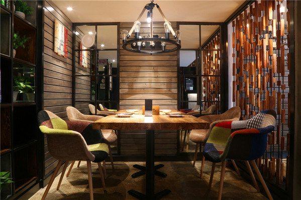 想要提升餐厅的档次,还得从餐厅的设计上开始进行