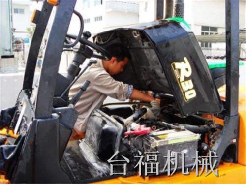 驻马店叉车维修告诉你:叉车维修的注意事项