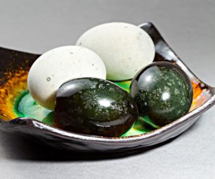 湖北松花皮蛋厂家教您如何自制松花皮蛋,从此松花蛋吃不停!