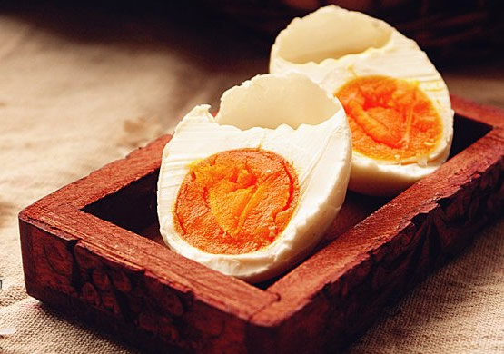 我们日常食用的咸鸭蛋富含丰富的营养,你可能还不知道吧,让荆楚明珠为您普及!