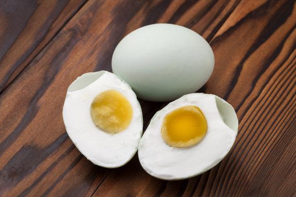湖北咸鸭蛋会给您的身体带来哪些好处,吃的时候需要注意这些问题哦!