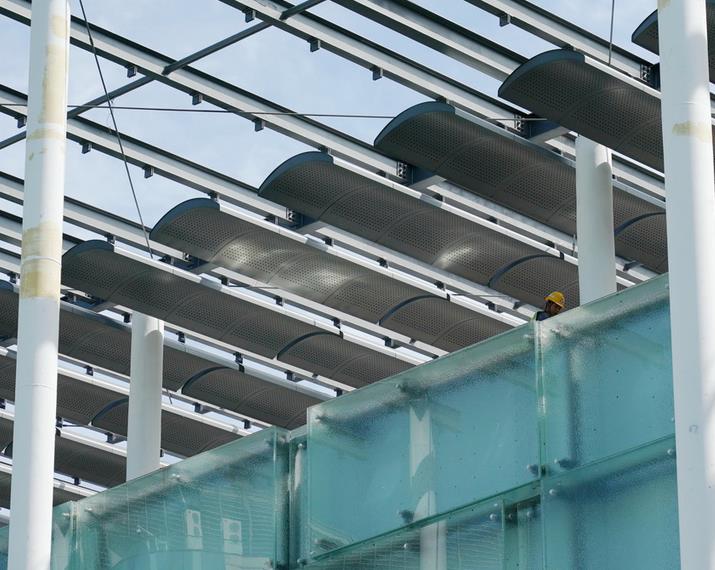 北京冬奥会北京赛区竞赛场馆扩建部分玻璃幕墙施工完成