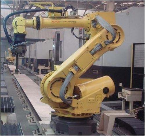 机器人码垛比起以往的机械方式更适合如今企业的生产需求
