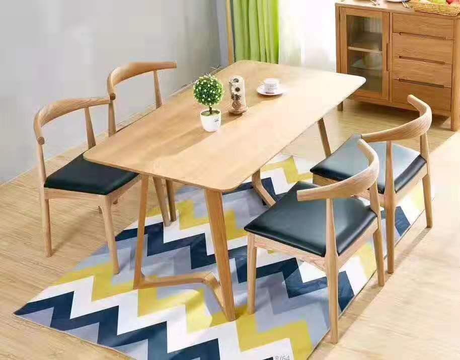 簡約式家用餐桌