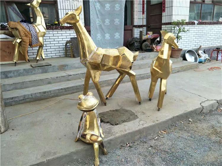 玻璃钢雕塑相比较于石雕,木雕,金属雕其制作工艺有什么特点