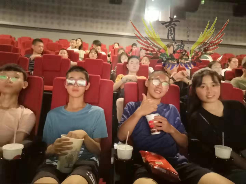 西安素质教育学校-集体观看电影