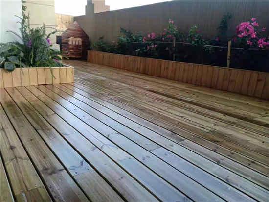 某小区使用御景源防腐木建造地板案例展示