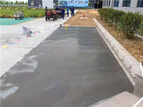 某路段使用水泥路面修复砂浆效果图