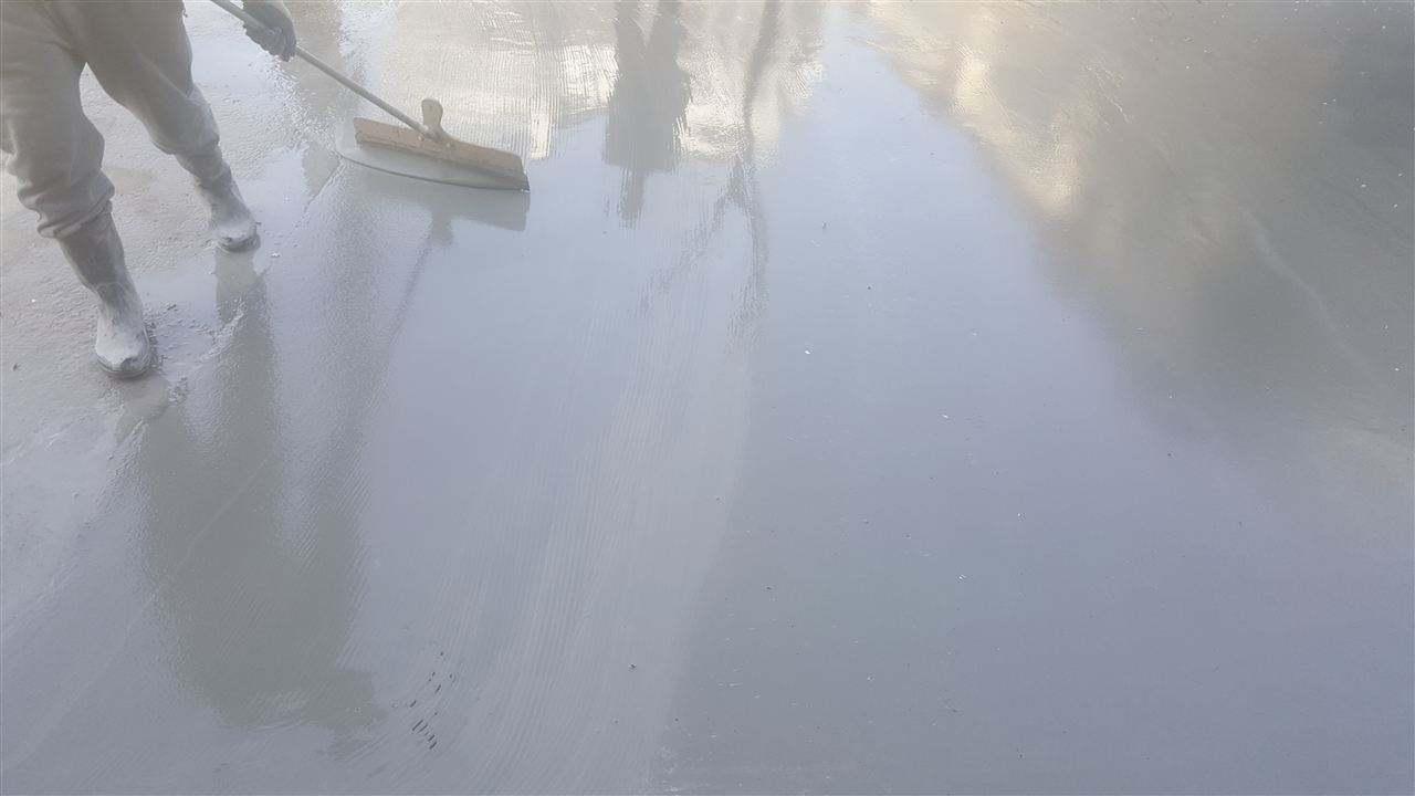 泥路面起砂应该怎么修补,水泥路面修复砂浆一次搞定