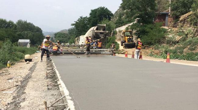 河南鸿春建材---水泥路面施工时要监督什么?