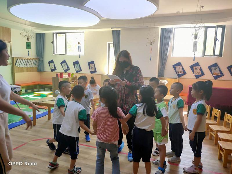 兰州芯儿幼儿园外教老师互动活动