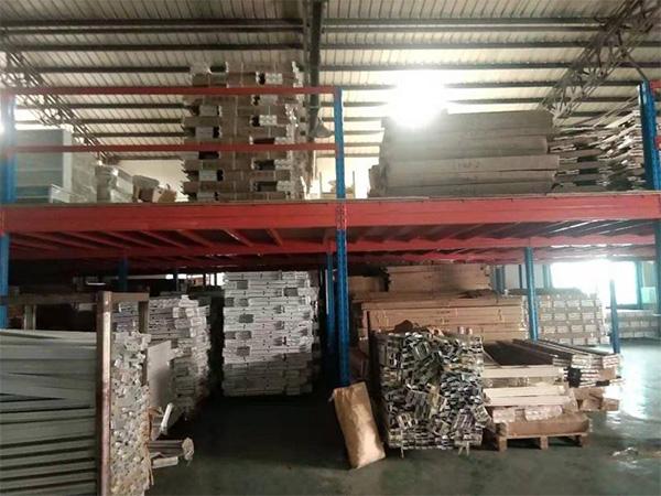 西宁某某公司仓库特别定制的阁楼货架