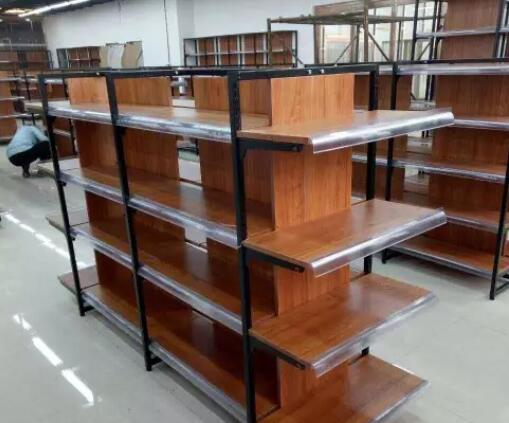 钢木结合货架由于木纹颜色的多样性受到很多人欢迎