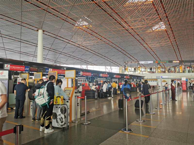 """首都机场""""双节""""假期预计运送旅客超200万人次"""