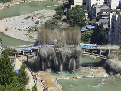 采用爆破拆除方法进行拆除工程有哪些基本的要素及要求。
