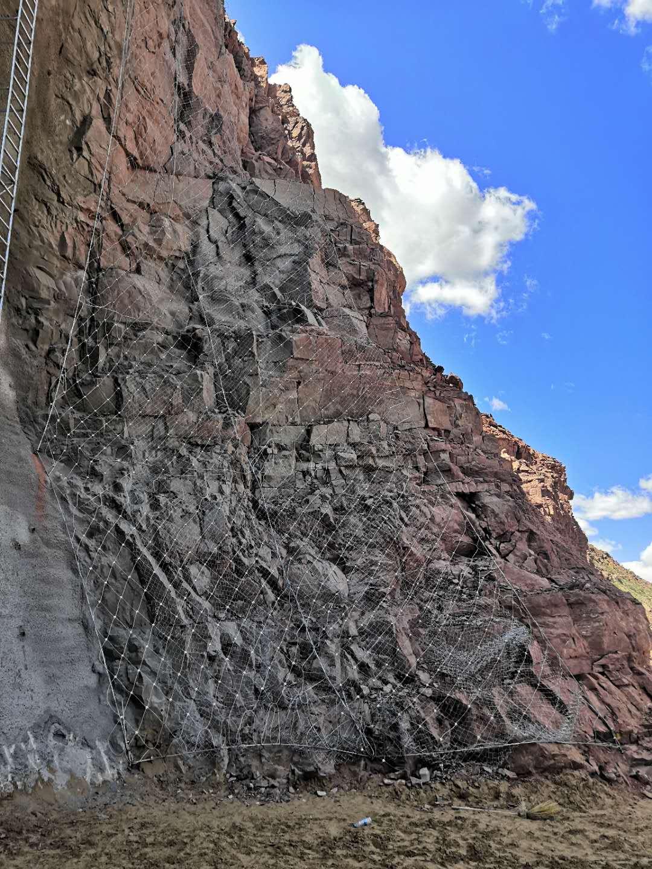 青铜峡某部队攀岩光面爆破及锚杆、喷浆挂网支护工程