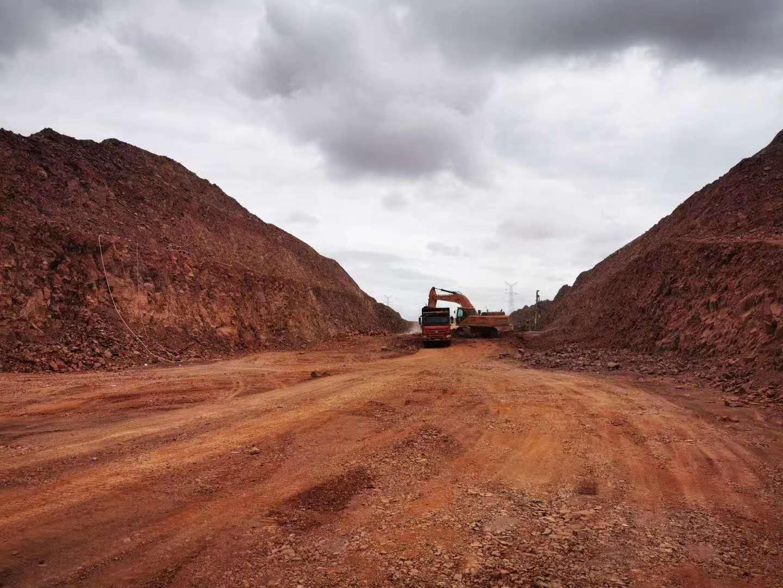 乌玛高速路堑爆破开挖工程