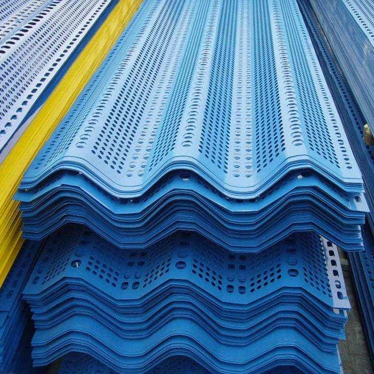 运用场所防风抑尘网是针对露天散料堆场扬尘污染管理的技术,它被普遍应用于港口码头、火力发电、煤矿、焦化、钢铁、洗煤、水泥等企业的煤场和料场扬尘污染管理。该产品充沛应用空气动力学原理。鄂尔多斯煤棚来为大家解答吧! 对扬尘的源头风力停止有效控制,大限度地衰减来流风的动能,降低其起尘和携尘才能,从而到达抑止扬尘的效果,综合挡风抑尘率可达百分之80以上,曾经作为扬尘污染的主要管理技术加以应用。 发电厂、煤矿、焦化厂、洗煤厂等企业的储煤场港口、码头储煤场及各种料场3、钢铁、建材、水泥等企业各种露天料场,铁路、公路煤炭集运站储煤场 积、建筑工地、道路工程暂时建场、野外消费。 生活场所恶劣的风环境对人们的消费生活产生一定的影响。经过在恰当的位置装置防风抑尘网,可降低一定范围内的风速,改善风环境,进步环境质量,为人们消费、生活发明一个更有利的微气候。 声明:文字、图片均来源于网络,如有侵权,请联系删除,谢谢!