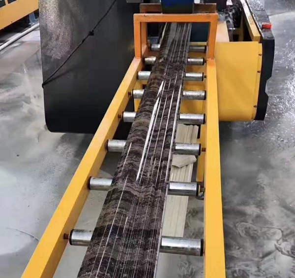 河南不锈钢电梯门套制作设备展示