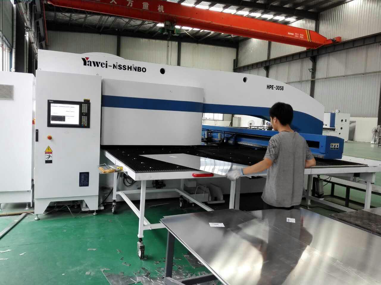 西安仿石纹铝板-生产设备