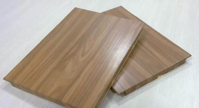 仿木纹铝万博man与实木的比较!