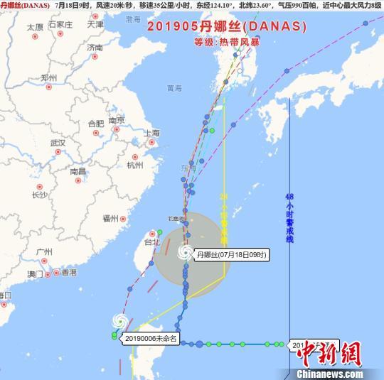"""台风""""丹娜丝""""将至:浙江台州海上作业渔船回港避风"""