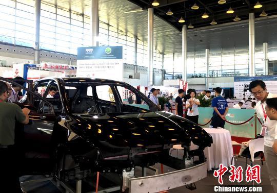 上钢下铝结构设计的白车身展示。 崔佳明 摄