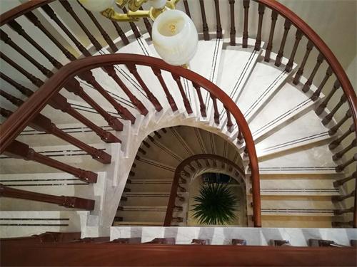 成都楼梯定制厂家,楼梯生产定制价格