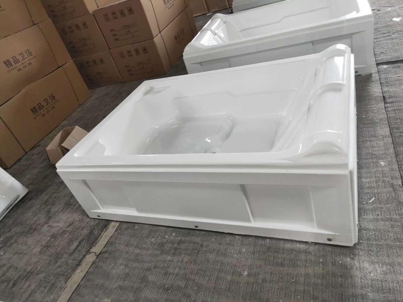 定制浴缸材料生产车间